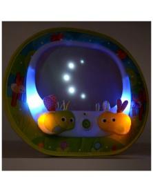 Munchkin - Zpětné zrcátko s hudbou Baby In-Sight™ Světlušky | learningtoys.cz